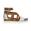 Skórzane sandały na platformie bata, brązowy, 666-1605 - 15