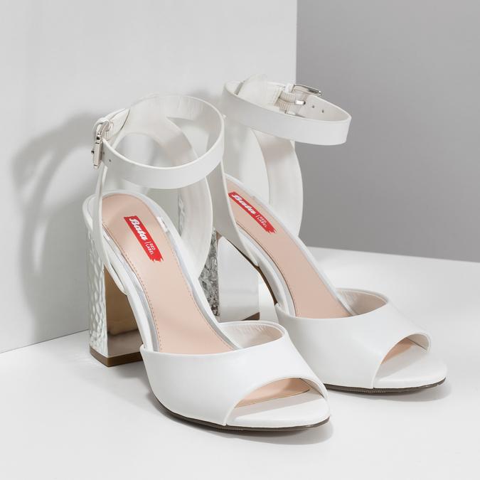 Białe sandały na srebrnych słupkach, 761-5619 - 26