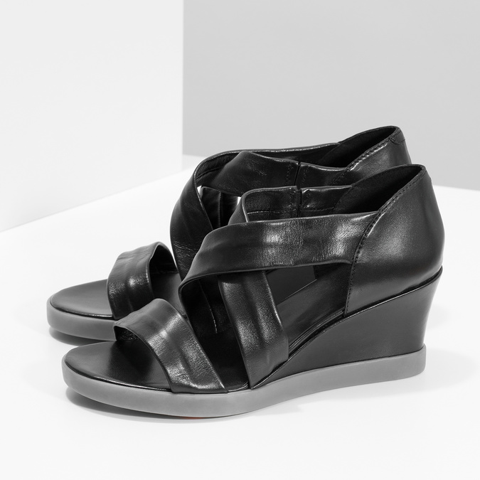 Czarne skórzane sandały na koturnach flexible, czarny, 664-6618 - 16